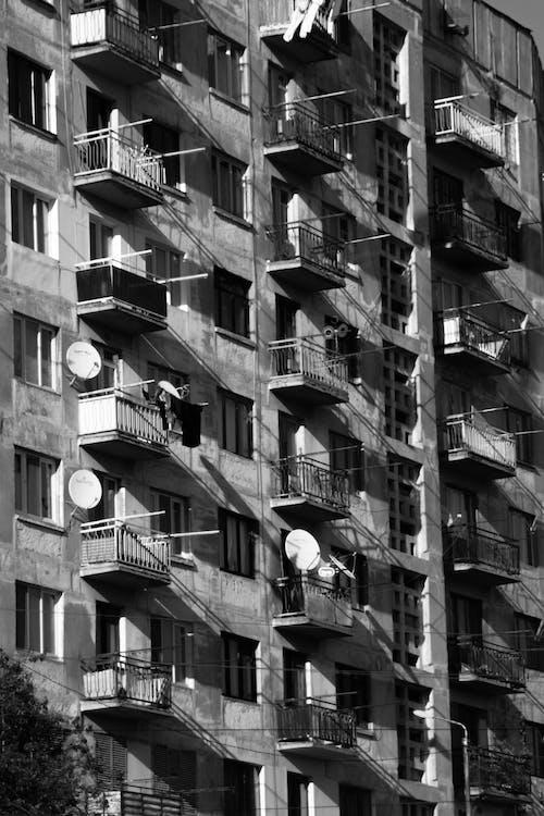 Fotos de stock gratuitas de abstracto, balcones, blanco y negro, edificio
