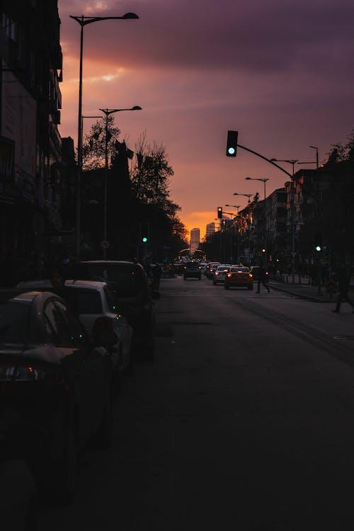 交通, 交通系統, 城鎮, 夕阳的颜色 的 免费素材照片