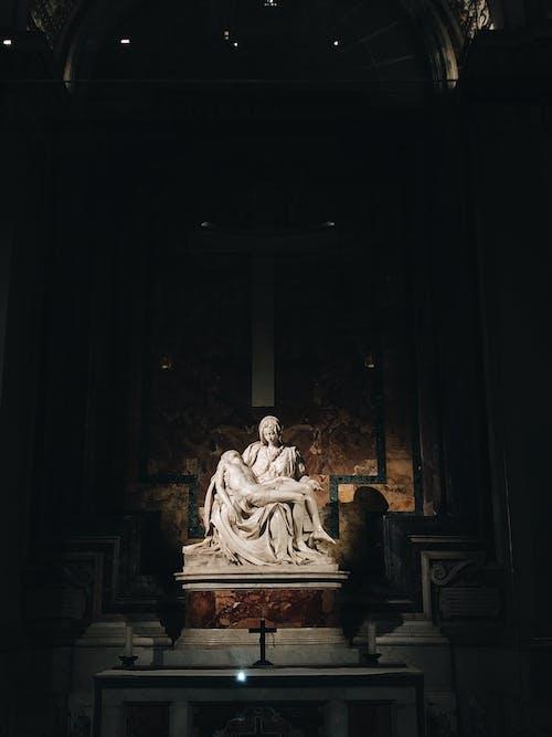Wit Marmeren Standbeeld Van Een Man