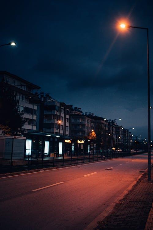 Gratis stockfoto met architectuur, avond, binnenstad, buitenshuis