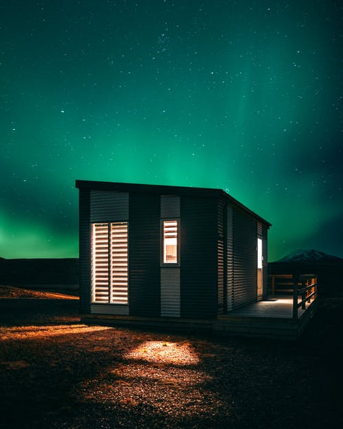 Foto d'estoc gratuïta de aurora boreal, cabana, cabanya, cabina