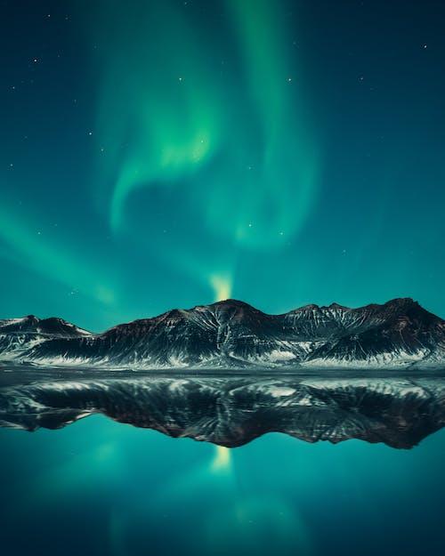 Foto d'estoc gratuïta de a l'aire lliure, aigua, alba, aurora boreal