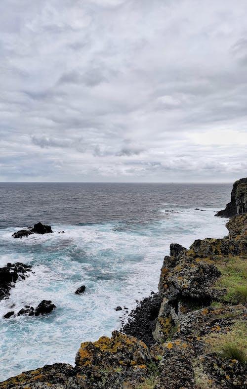 Δωρεάν στοκ φωτογραφιών με ακτή, γκρεμός, θάλασσα, θαλάσσια κύματα