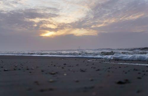 Photos gratuites de coucher de soleil sur la plage, gros plan, lunatique, maisons de ville
