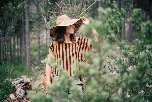 Kostenloses Stock Foto zu bäume, draußen, fashion, fotoshooting