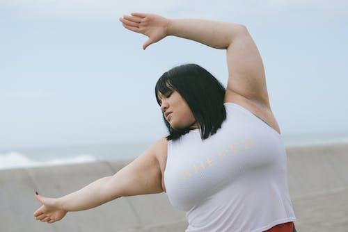 antrenman yapmak, büyük beden, esnemek, Fitness içeren Ücretsiz stok fotoğraf
