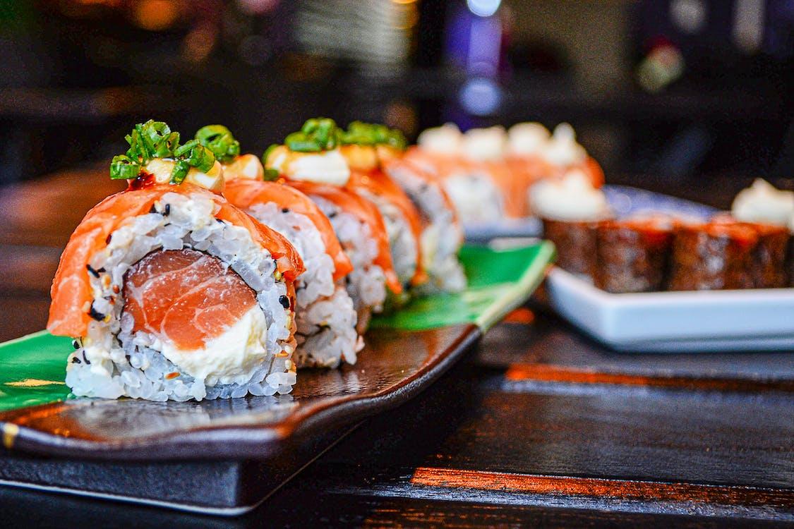 Sushi En Plato De Cerámica