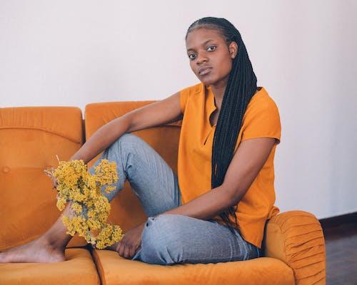 Fotobanka sbezplatnými fotkami na tému Afričanka, Afroameričanka, držanie, fotenie