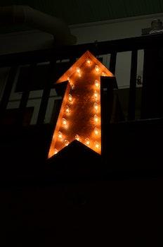 Kostenloses Stock Foto zu licht, kunst, dunkel, schild