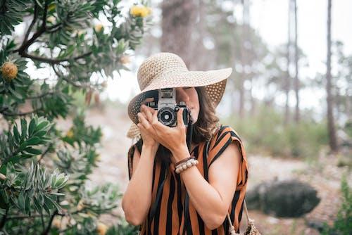 eğlence, fotoğrafçı, hobi, Kadın içeren Ücretsiz stok fotoğraf