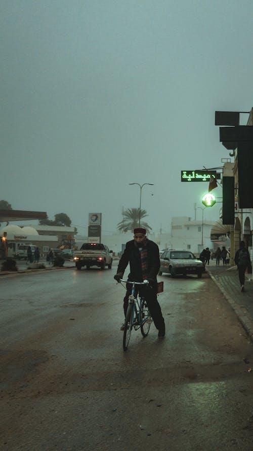 Безкоштовне стокове фото на тему «вантажівка, велосипед, заднє освітлення, Ліхтарі»