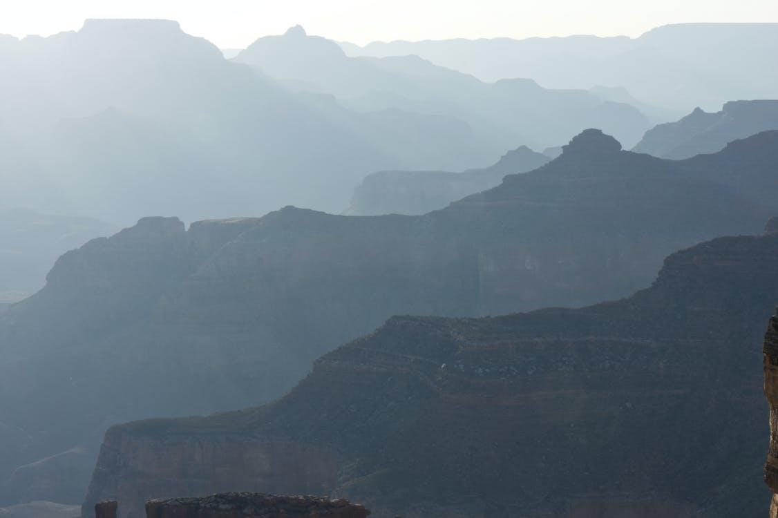 Kostenloses Stock Foto zu canyon, lichtstrahlen, schatten