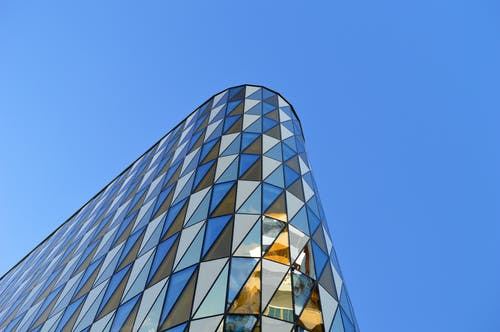 Kostenloses Stock Foto zu architektur, aufnahme von unten, fassade, futuristisch