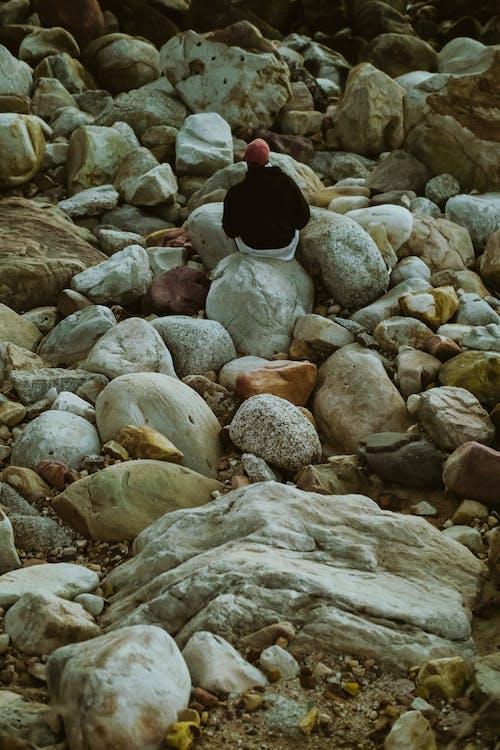 Základová fotografie zdarma na téma kameny, osoba, pohled zezadu, sám