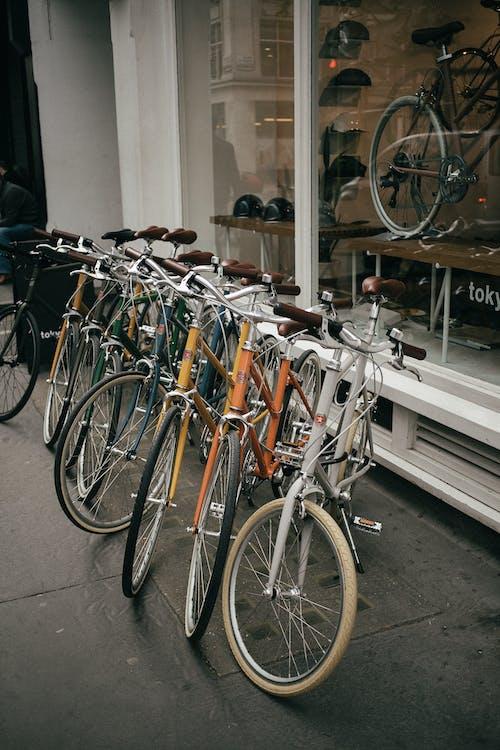 Ingyenes stockfotó bicikli, biciklik, biciklis, elhagyatott témában