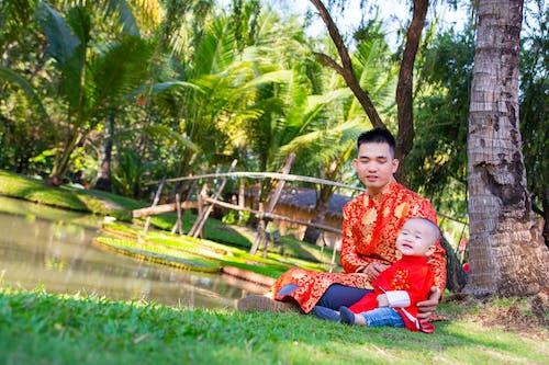 Gratis stockfoto met Aziatisch stel, de stad, familie, kid