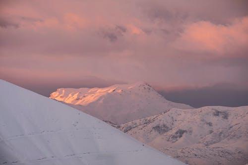 Gratis arkivbilde med daggry, fjell, høy