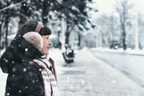 Ilmainen kuvapankkikuva tunnisteilla aikuinen, brunette, elämäntapa, flunssa