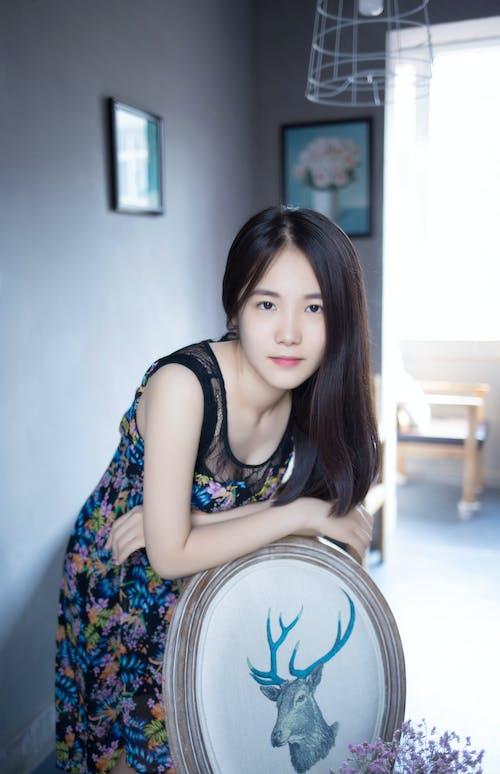 Δωρεάν στοκ φωτογραφιών με casual ρούχα, ασιατικό κορίτσι, λεπτό δέρμα, μακριά μαλλιά