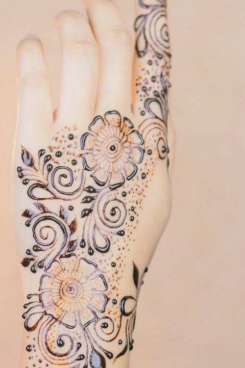 Gratis lagerfoto af arabiske mehndi designs, hvordan man anvender henna, hvordan man anvender mehndi, let mehndi design