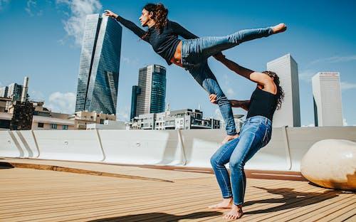 Foto profissional grátis de acro acro yoga acrobat adulto arte atleta um, alta performance, atividade, atividade física