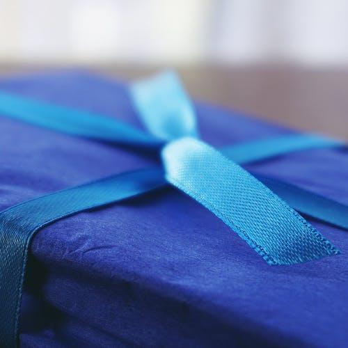 Photos gratuites de anniversaire, bleu, cadeau, gros plan