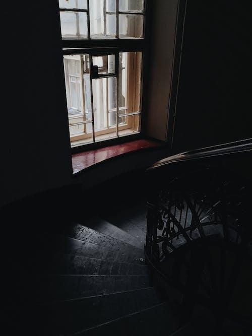 Gratis stockfoto met architectuur, donker, gebouw, raam