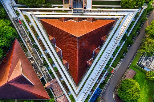 Дрон выстрел архитектурного дизайна