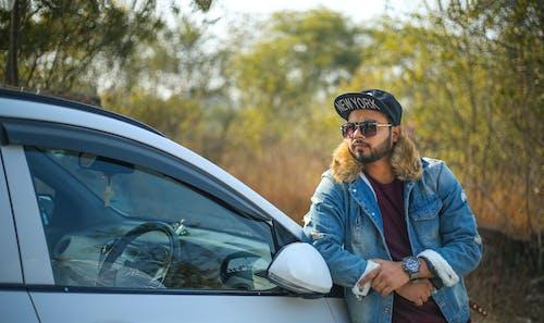 Foto d'estoc gratuïta de barba, bosc, cotxe, descàrrega gratuita