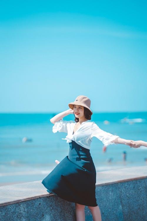 Ilmainen kuvapankkikuva tunnisteilla aasialainen nainen, hauska, hiekkaranta
