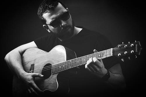 Immagine gratuita di acustico, chitarra, chitarrista, jazz