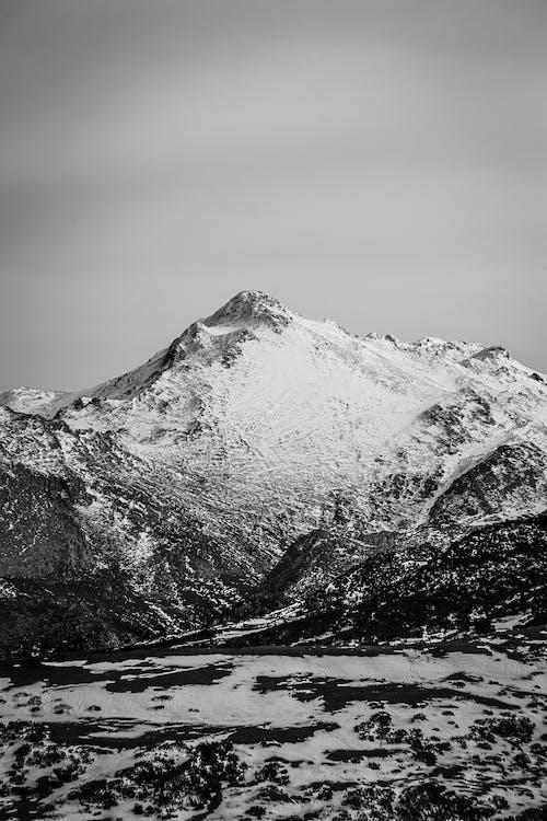 Kostenloses Stock Foto zu berg, eis, gletscher, graustufen