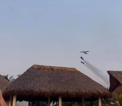 Free stock photo of aeroplanes, aeroplanes acrobatic, blue sky
