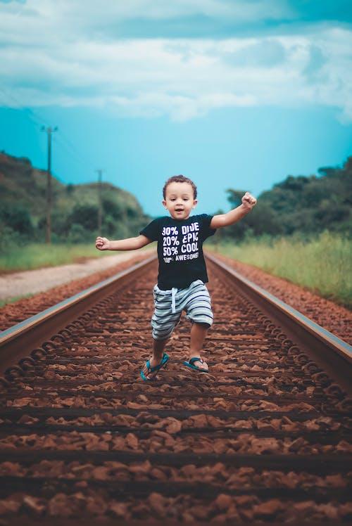 Imagine de stoc gratuită din adorabil, băiat, cale ferată, copil
