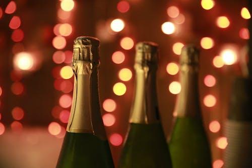 Безкоштовне стокове фото на тему «Новий рік, Переддень Нового року, пляшки, святкування»