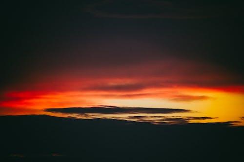 akşam gökyüzü, atardecer, gün batımı manzarası içeren Ücretsiz stok fotoğraf