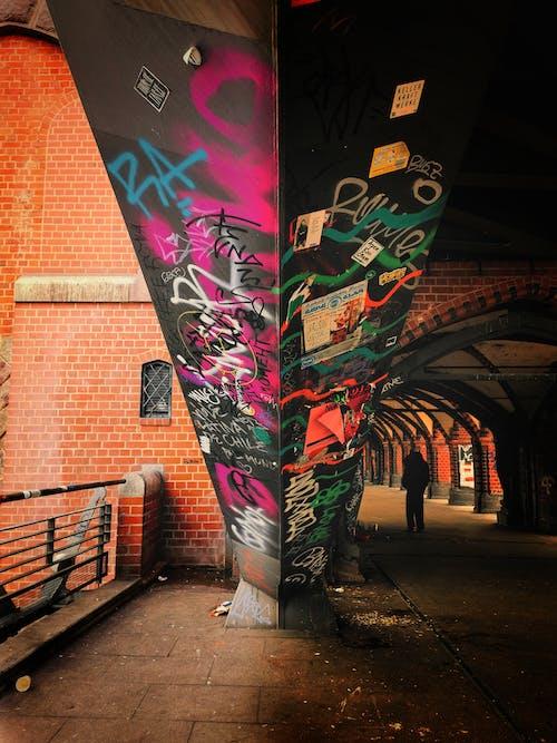 şehir ışığı, Sokak sanatı içeren Ücretsiz stok fotoğraf