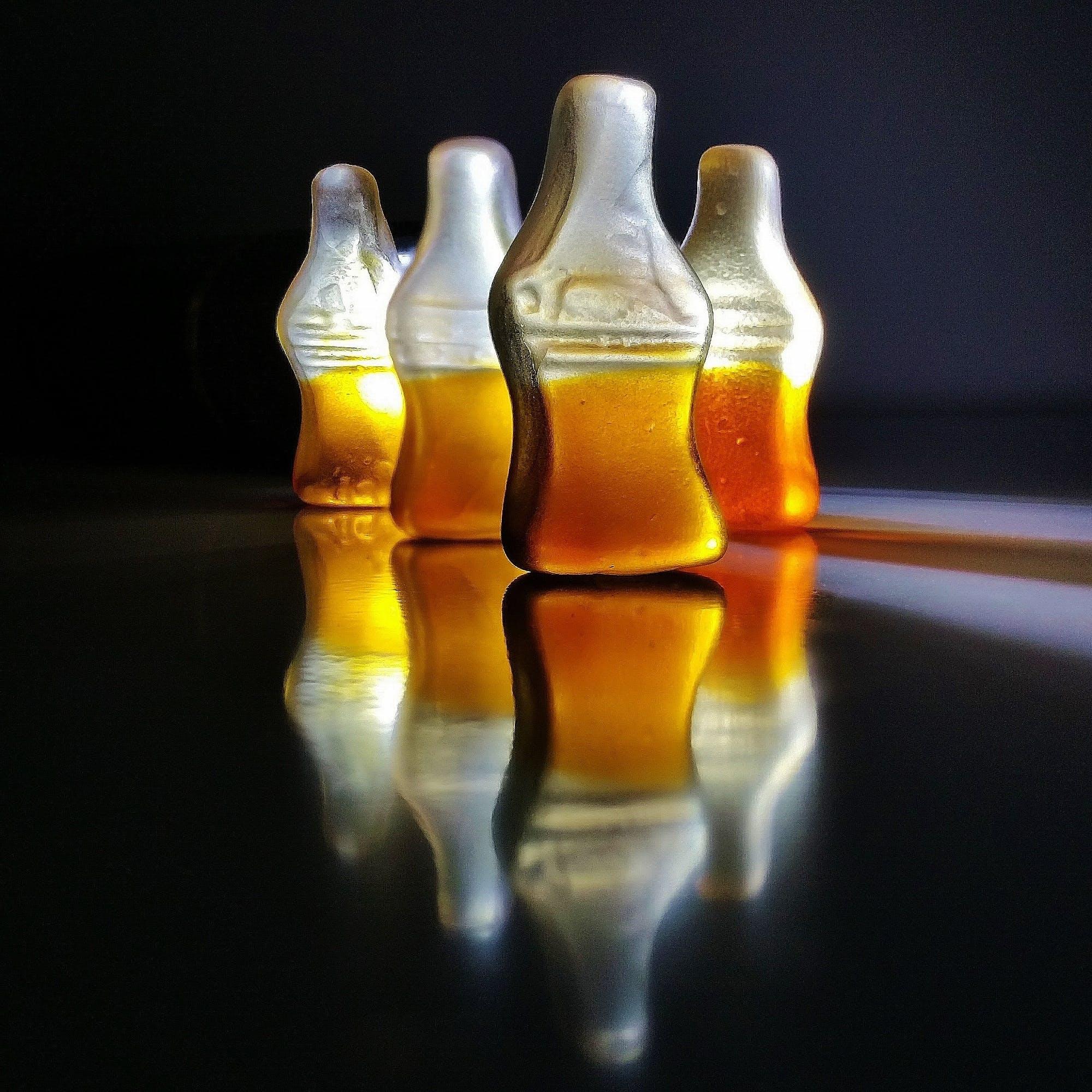 Gratis stockfoto met achtergrondafbeelding, figuren, flessen, fruitgelei