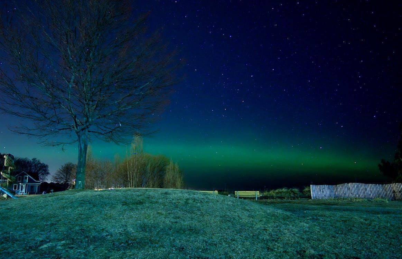 Aurora borealis, gece gökyüzü, kuzey ışıkları içeren Ücretsiz stok fotoğraf
