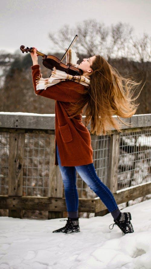 Foto d'estoc gratuïta de a l'aire lliure, actuació, artista, bonic