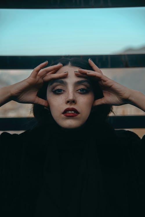 Imagine de stoc gratuită din buze roșii, căutare, de sex feminin, expresie facială