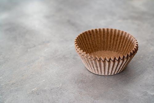 Cangkir Kertas Coklat Kosong Di Permukaan Abu Abu