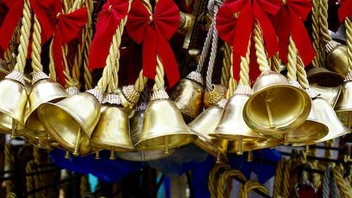 Gratis lagerfoto af gavebånd, guld, gylden, hængende
