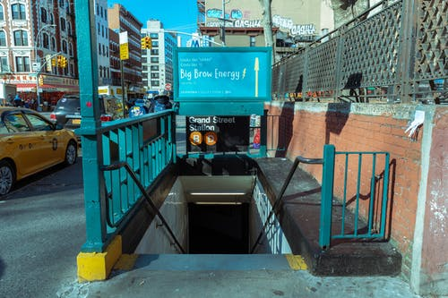 Ingyenes stockfotó metró bejárata témában