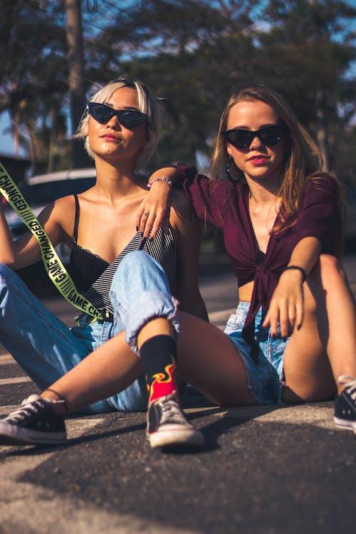 Základová fotografie zdarma na téma holky, na výšku, outfit, přátelé