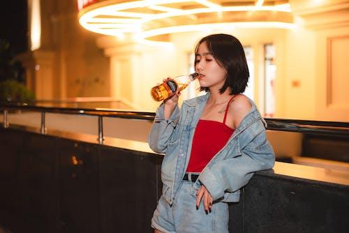 Immagine gratuita di abbigliamento casual, bevanda, bevendo, birra
