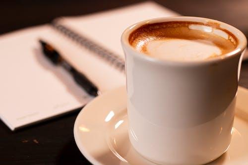 Darmowe zdjęcie z galerii z kawa, kawiarnia, kubki do kawy, prażona kawa