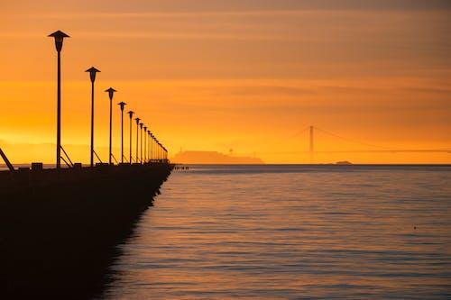 Silhouette Del Ponte Durante Il Tramonto