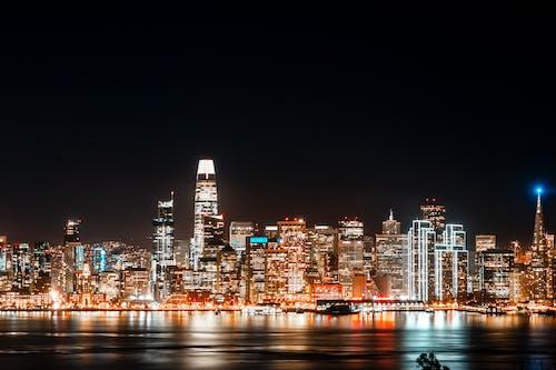 Foto profissional grátis de aceso, arquitetura, cidade, edifícios