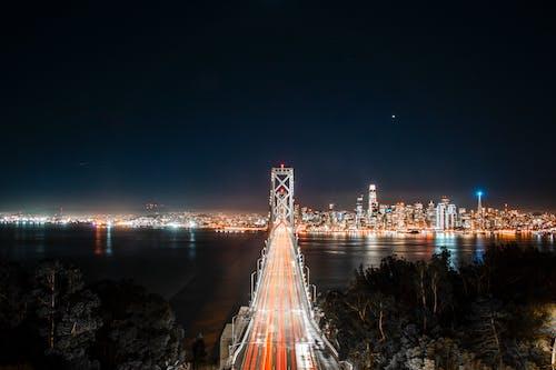 Vista Aérea Da Ponte Durante A Noite